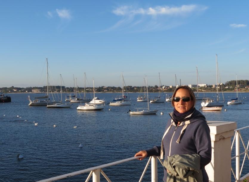 Teresa Olave junto al mar